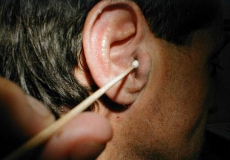Как поставить турунду в ухо ребенку