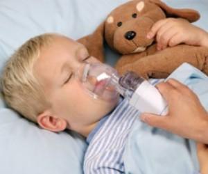 При температуре ребенок может дышат раствором ингалятора до прихода врача