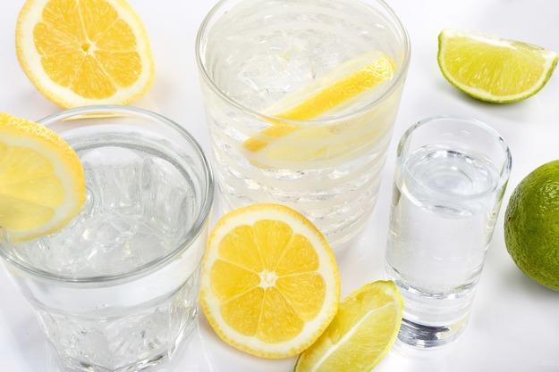 Полоскание раствором лимона дает отличные результаты