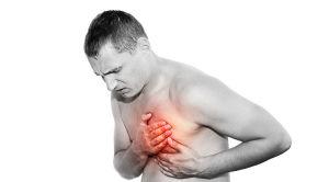 Мужчина чувствует боль в сердце