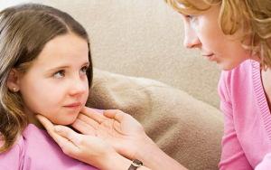Прощупывание лимфоузлов у ребенка