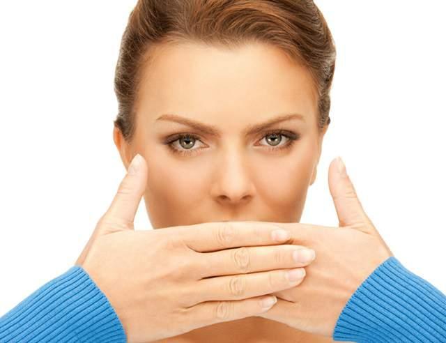 Гнойные (казеозные) пробки в миндалинах. Причины появления, способы лечения